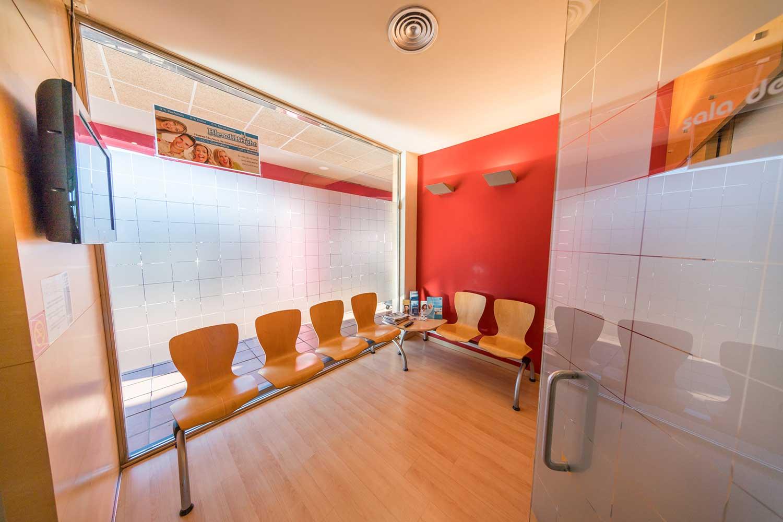 Sala de espera clínica Dental en Montecanal