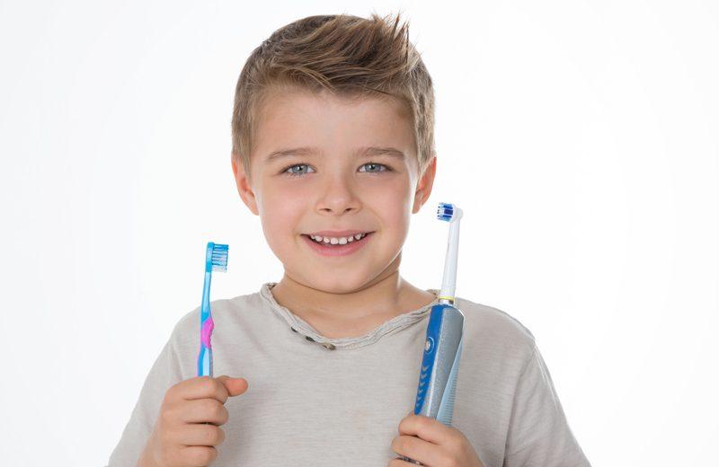 ¿Qué cepillo de dientes es mejor? Cepillo manual vs eléctrico