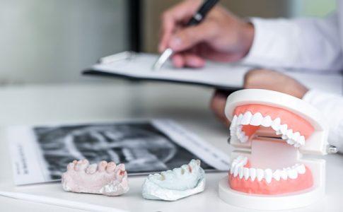 dentista-apuntando