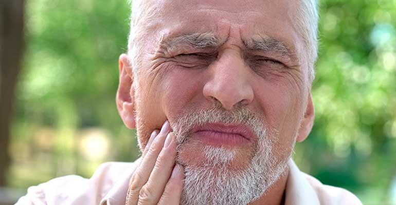 implantes-dentales-dolor